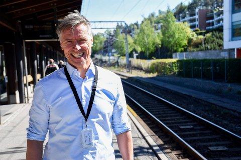 ENDELIG KLAR: Morten Klokkersveen kan smile lettet, etter at reguleringsplanen for Ringeriksbanen og E16 endelig er klar til overlevering til departementet.
