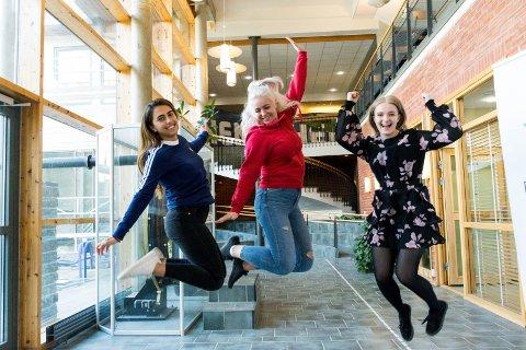 FÅR TRENE PÅ CAMPUS: Hønefoss-studentene Sara Nøkling (fra venstre), Nina Wendt og Jenny Mikkelsen vil bruke det nye treningssenteret, som åpner 2. september.