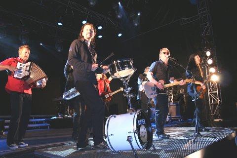 Åge Aleksandersen og Sambandet lokker mange til konsert i kveld. Her fra en tidligere konsert på Kistefoss.