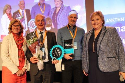 Ola Tronrud tok imot prisen på The Hub i Oslo tirsdag ettermiddag. Statsminister Erna Solberg var prisutdeler.