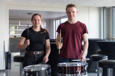 GARDEN: Mari Skjevling Erlandsen (20) og Emil Losvik (18) er elever ved Ringerike kulturskole. Garden er målet for førstegangstjenesten.