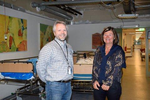 FORANDRING: Eiendomsforvalter Morten Nyhammer Olsen og klinikkdirektør May Janne Botha Pedersen ser fram til oppgraderingen av 3. etasje, som skal bli en ren kvinne/barn-etasje.