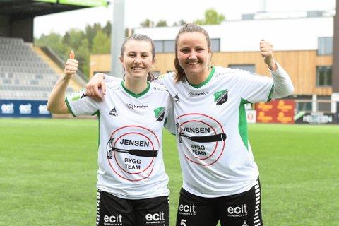 GLADE JENTER: Anniken Eek (til venstre) og Ingvill Hågensen satte inn hvert sitt mål.