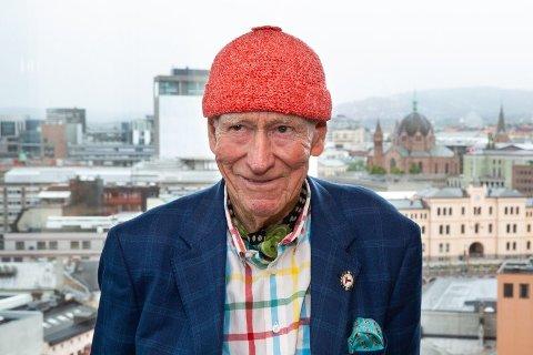 HELT TOPP: Den røde toppluen er Hagas verk og er blitt kalt det beste PR-stuntet noensinne. Foto: Alexander Winger (Nettavisen)