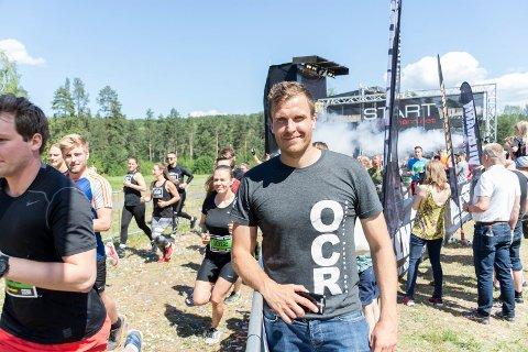 TRAVLE DAGER: Morten Eriksen har sovet lite og jobbet mye i det siste. Men lørdag fikk han belønningen da Villmann gikk i strålende sommervær på Hvalsmoen.
