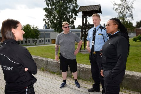 LÆRTE MYE: Fengselsbetjentene Malin Anette Klund, Matthew Thompson, Fredrik Madsen og Turqoise Danford under amerikanernes besøk i Ringerike fengsel.