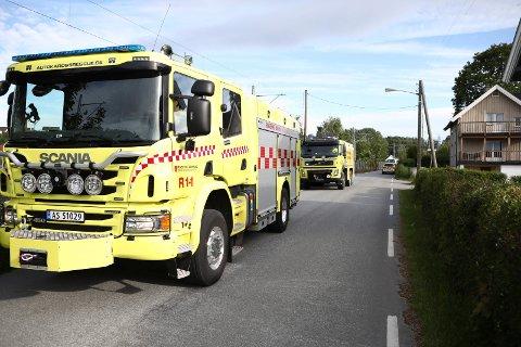 RYKKET UT: Nødetatene rykket ut til Hofsfossveien i forbindelse med en trafikkulykke.