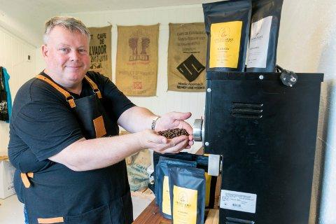 KAFFE TIL FOLKET: Vegard Bunes (47) brenner for kaffe.