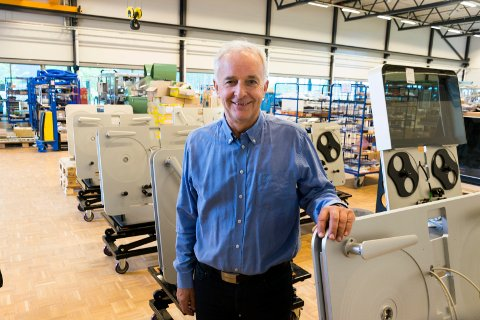 FRA EGGEMOEN TIL HOLLYWOOD: Tronrud Engineering bygger maskiner som gjør det mulig å lagre digitale bilder, dokumenter, filmer og musikk i 500 år.
