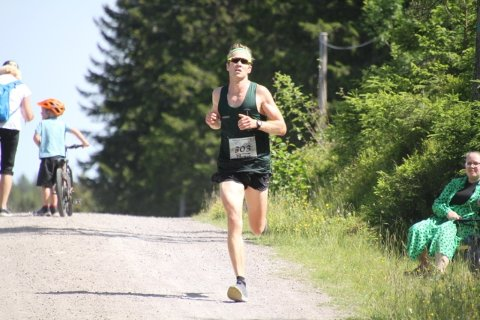 BESTE LOKALE: Jens Bjertnæs løp inn til en sterk sjetteplass i Krokskogen halvmaraton.