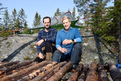 NATUR: Endre Solhjem Knutsen (til venstre) og Espen Sparstad i Fossen friluft ønsker å skape mer aktivitet på Ringkollen.