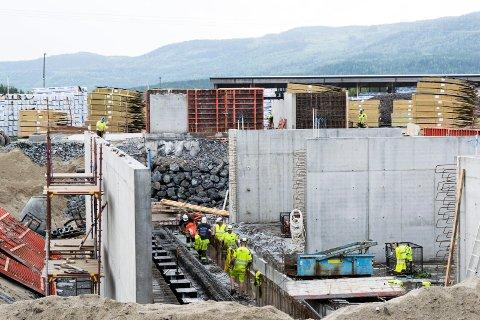 SKAL LAGE PELLETS: Den nye fabrikken på Sokna er under bygging.