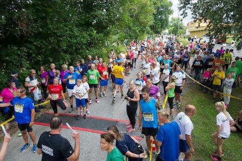 PÅVIRKER TRAFIKKEN: Ringeriksmaraton fører til en del stengte veier i distriktet.