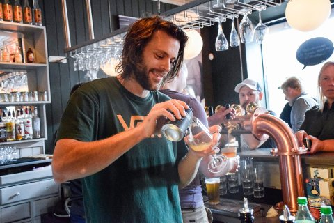 PRØVDE: – Alkoholfri servering slo ikke an, sier Anders Berling på Humbar.