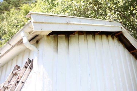 Skader: Det hadde brent i taket på garasjen, som ikke ble totalskadet i brannen.