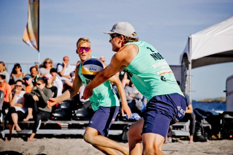 KARRIEREBESTE: Daniel Bergerud fra Hønefoss (foran) leverte sitt beste resultat noensinne sammen med makker Lars Retterholt.
