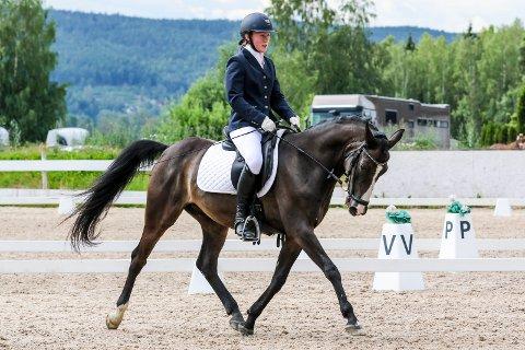 HØNEFOSS DRESSURFESTIVAL 2019: Malin Dahl-Westby med hesten Murdoc.