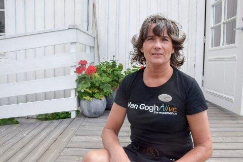 TILBAKE ETTER SYKDOM OG KONKURS: Rita Bakken har ny jobb på Bakeriet på Hadeland Glassverk.