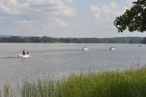 UTEN VEST: Ved drukningsulykken i Hemnesjøen ble det ikke brukt redningsvest, ei heller ved ulykken i Hurdalssjøen.