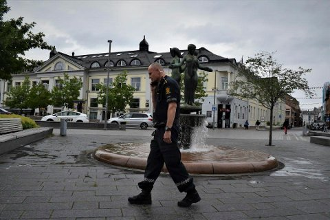 ENGASJERT POLITIMANN: Innsatsleder Arne Guddal mener politifolk gjør så godt de kan, men at ressursene ikke strekker til. Foto: Karl Martin Jakobsen