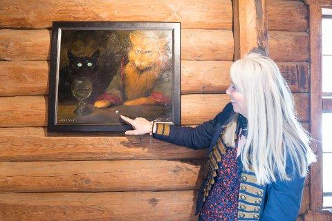 HUMOR: Det kan være mye humor i god kunst, og Lazarev har mange morsom detaljer. – Jeg tror dette må være en paracet, sier Elenor og ler.