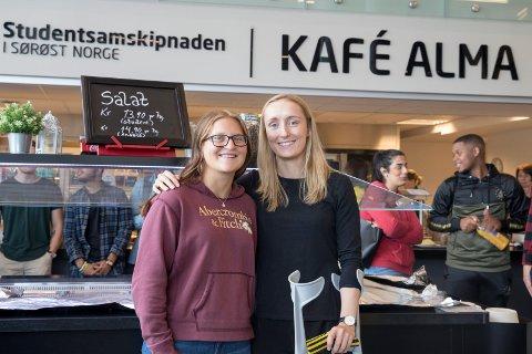 NYE: Synne Kristine Hamborg (18) og Julie Simonsen Solberg (24) fra Hønefoss synes det er viktig med fin og ny kantine.