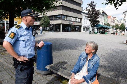 FÆRRE? Polititillitsvalgt Verner Svendsen bekrefter Bjørg Pedersens mistanke om at nærpolitireformen ikke nødvendigvis betyr at det er flere politifolk i gatene.