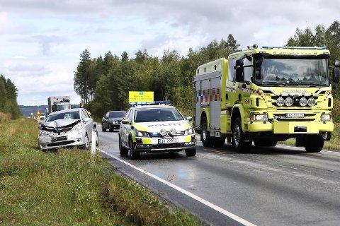 TRAFIKKULYKKE: Airbaggene løste seg ut da en personbil kjørte rett i henger ved Eggemoen.