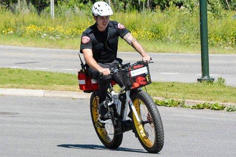 REDNINGSSYKKEL: Denne sykkelen har over 60 kilometer rekkevidde, og skal komme til der biler ikke kan kjøre.