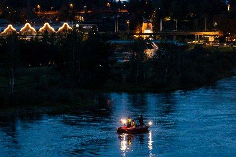 Brannvesenet rykket ut med båt.
