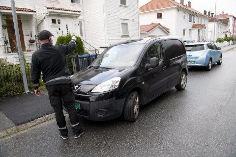 Etter å ha skannet seg gjennom store deler av Kronstad, er Christian tilbake for å sjekke én av bilene som gjorde utslag på datasystemet. Og korrekt nok viser det seg at bileieren ikke har betalt.