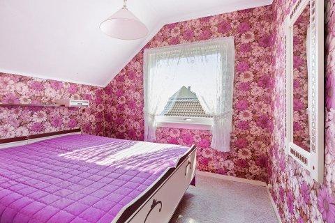 FARGERIKT: I dette soverommet kan du sove som i en blomstereng.