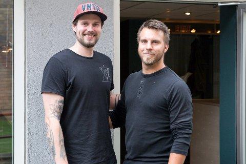 FREEZONE: Dennis Bakke og Marius Avkjærn er barndomsvenner og gikk på samme ungdomsklubb. Nå jobber de begge for at ungdommen skal få et godt sted å være. Dennis er ansatt i Freezone mens Marius er frivillig.