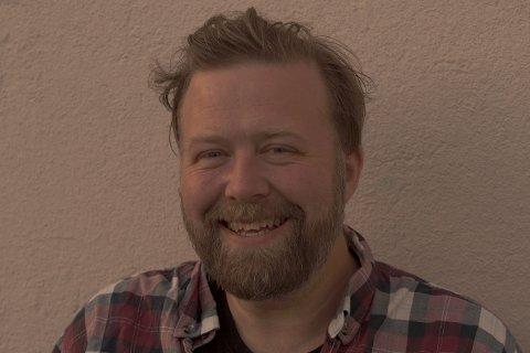 Thomas Cornelius Flåten, lover at Rødt Ringerike vil satse på flere sykehjemsplasser.