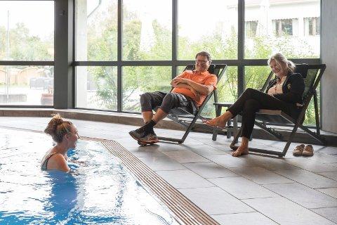VARMT: Vannet holder 28 grader og Sofie Alette Sunnvoll Henriksen (20) tar seg et bad.