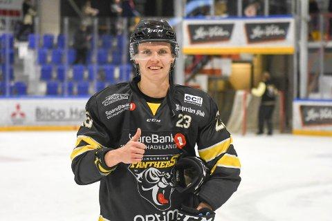 SENTRAL I DEBUTEN: Mathias Holst Jenssen kunne smile etter oppvisningen, som banens beste i seriepremieren for ny klubb.