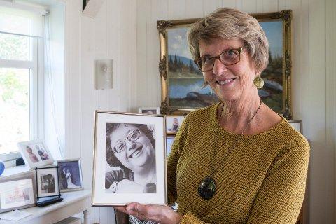 MARITA: Elisabeth Aurdal minnes søstera si, Marita. - Jeg vil jobbe for at de med Downs får utredning, oppfølging og at det utvikles en god handlingsplan hvis de får Alzheimer, på lik linje som funksjonsfriske. Og at det kommer mer informasjon om dette, sier Elisabeth.