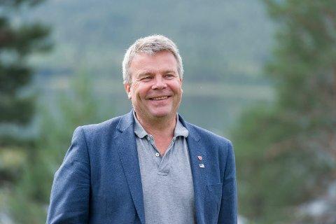 POSITIV: Dag E. Henaug (H) ønsker at kommunen skal prioritere elvelangs i Hønefoss.