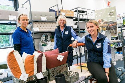 GLEDER SEG: Camilla Larsen (fra venstre), Lise Helltun og Emilie Wik i Jysk Hønefoss.