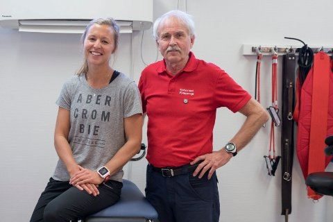 OVERTAR: Marte Pedersen (33) overtar etter Arne Fjelmberg (68). - Det er med glede jeg overlate praksisen ved Tyristrand fysioterapi til henne. Samtidig er det vemodig å slutte i en så fantastisk jobb, innrømmer Arne.