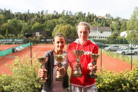 VANT ALT: Mia Petrovic (til venstre) og Amailei Lafton Hønefoss TK vant både single og double i Bærum.