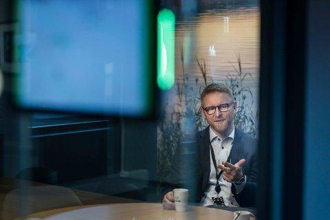 ADVARER: Bjørn Harald Blaker, banksjef marked og kommunikasjon i - Sparebank 1 Ringerike Hadeland, ber folk være på vakt mot svindelforsøk. - Skulle uhellet være ute ta kontakt med banken med en gang, sier han.