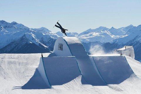 TIL FINALE: Fridtjof (22) fra Hønefoss kom til fredagens finale i verdenscupen snowboard i Laax i Sveits.