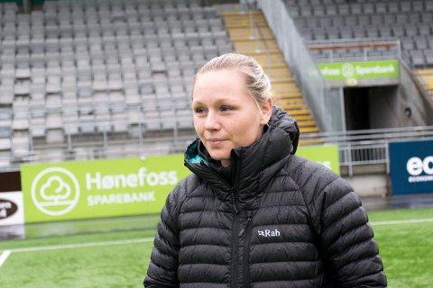 UTSATT: HBK og Silje Bekkåsen Nyhagen får ikke starte fotballsesongen 21. mars, som egentlig var planen.
