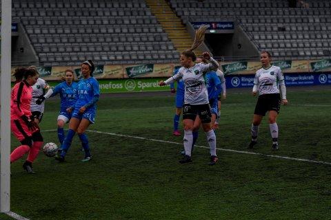 SCORET NESTEN: Maria Hustad var nær ved å sette inn en scoring for HBK mot Grei.