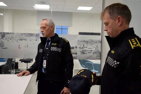 SJEFENE: Etterforskningsleder Bent Øye og politistasjonssjef Kjell Magne Tvenge opplevde en nedgang i antall anmeldte saker fra 2018 til 2019.