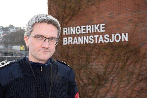 TILTAK MOT DØDSBRANNER: Brannsjef Terje Reginiussen sier at Ringerike og Hole har alt for mange branner med dødelig utgang. Kommunen er i gang med tiltak.
