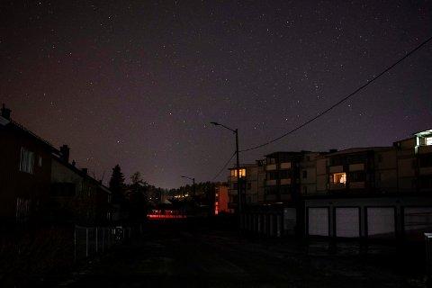 MØRKT: Strømmen var borte i store deler av Hønefoss og omegn tirsdag morgen.