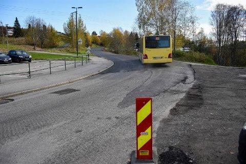 NYASFALTERT: Tryms vei har fått ny asfalt, og det skal også legges videre i Valhallveien. Asfalteringen har skjedd for korona-penger.