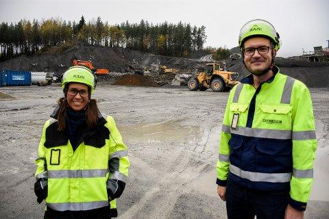 NY FABRIKK: Christina Engelsen og Henning Emilsen foran det som snart blir en ny fabrikk for produksjon av betong.